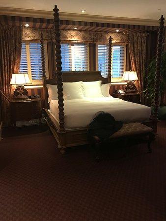Hotel Le St-James: Notre chambre au Saint-James