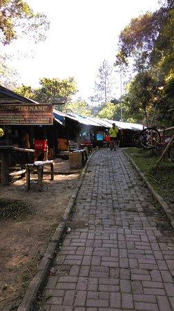 Forest Park Conservation Area Tahura Ir H Juanda Tempat Istirahat Di Jalan Menuju