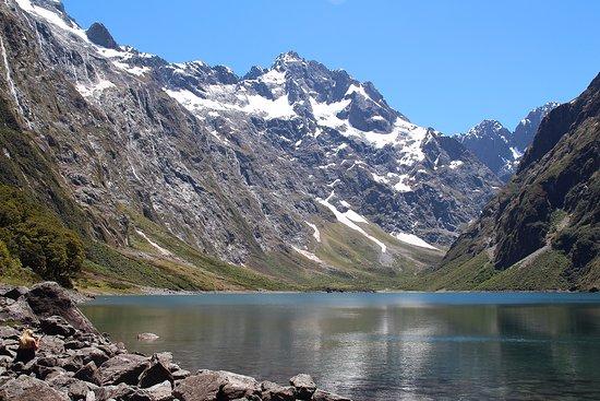 Milford, Nieuw-Zeeland: The prefect alpine lake.