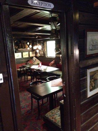 The Red Boat Hotel & Hostel: Sala colazioni