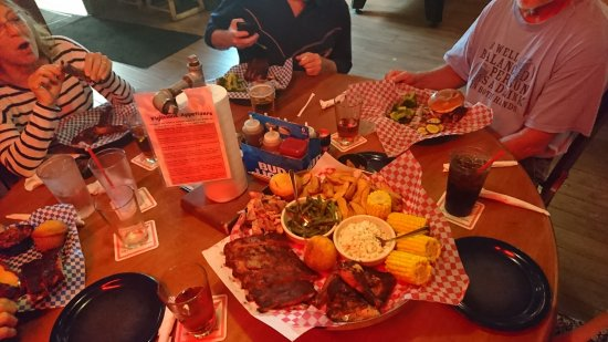 Famous Dave's Barbeque: yummie