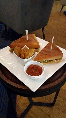 The Oberoi Grand: Too good food!