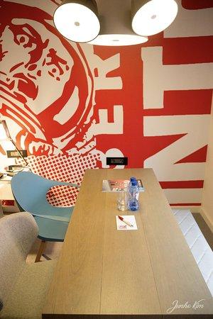 Ixelles, Belgium: dining table