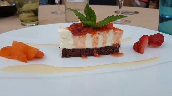 Daglan, Francia: Duo de boeuf / rue de d'agneau / chocolat blanc abricot / vacherin