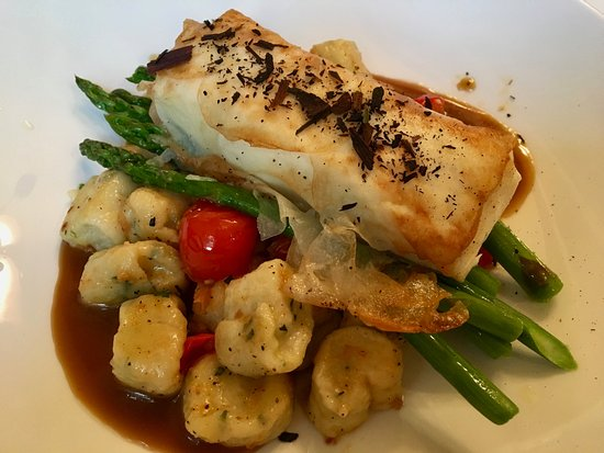 Dundee Arms Inn Restaurant and Pub : PEI Potato Wrapped Halibut