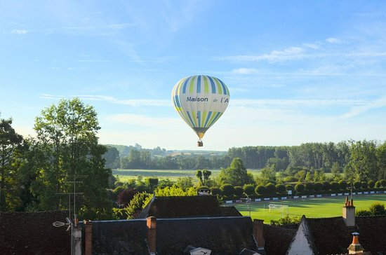 La Maison de l'Argentier du Roy: Private flights take-off front to the house