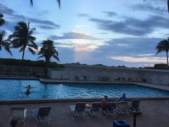 The New Casablanca on the Ocean Hotel: Pool with a sunset!
