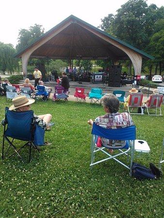 Dobson, Kuzey Carolina: Enjoyable outdoor concert