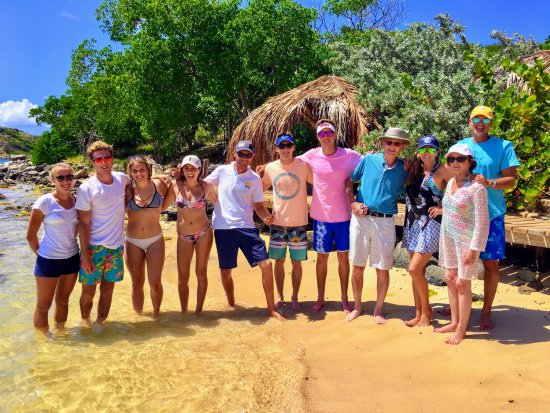Oyster Pond, Saint-Martin / Sint Maarten: Family & crew at Karbuni Restaurant on Pinel Island