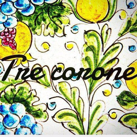 Roccalumera, Italia: tre corone