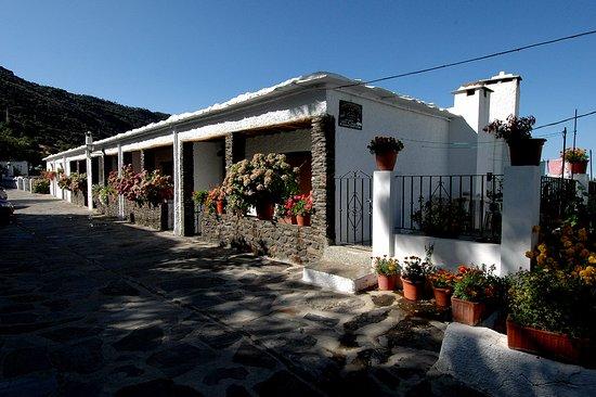 Apartamentos Turisticos Rural Los Tinaos: Portada de los apartamentos