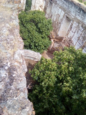Mourao, Португалия: An old chapel from above