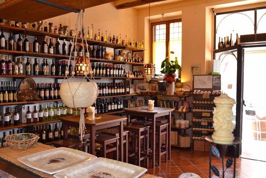 Sovana, Italy: Angoli interni