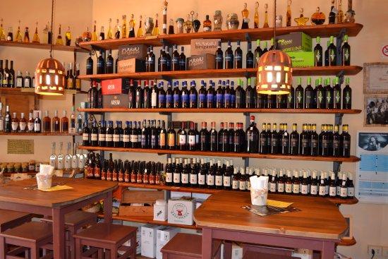 Sovana, อิตาลี: morellini e birre