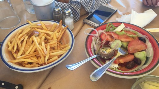 Karystos, Grekland: The best restaurant with fresh fish and the best home lemonade