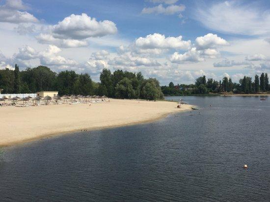 Myrhorod, Ucrania: Пляж и лодочная станция Миргород курорта.