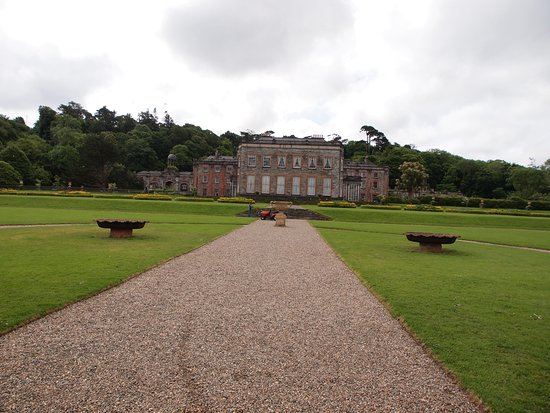 Bantry House & Garden: Front lawn