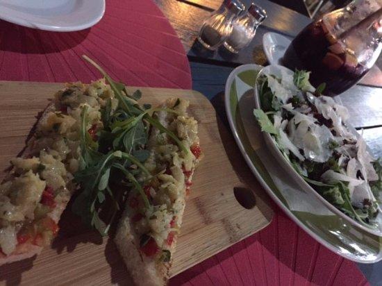 Restaurante Pintos 2: Bruschetta de Bacalhau com Cebola Roxa e Pimentos Vermelhos