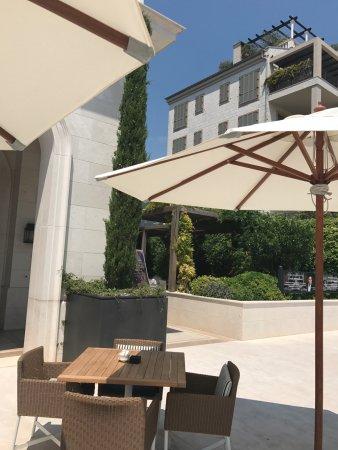 столы на улице изображение Byblos тиват Tripadvisor