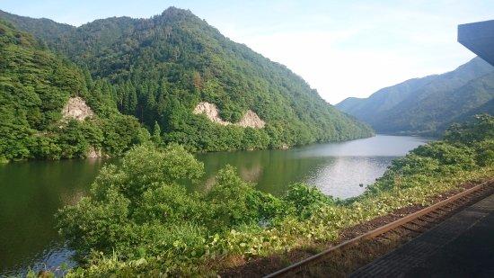 Misato-cho, Japonya: 三江線と江の川の眺望