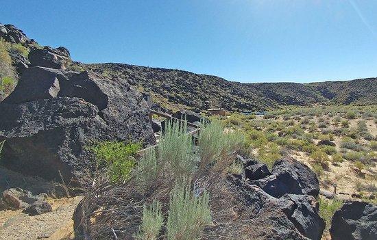 Petroglyph National Monument: Walkway