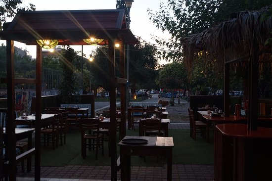 Tamarind Thai Kitchen: TABLES ON AVDI SQUARE