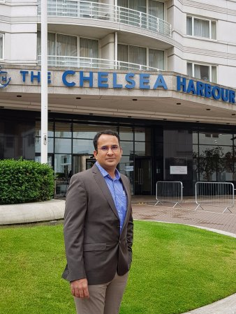 The Chelsea Harbour Hotel : entrance to the hotel