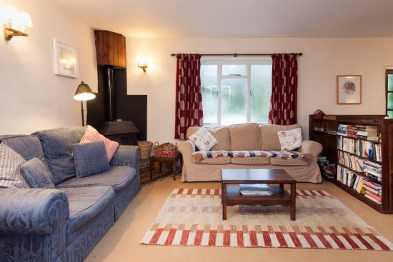 Slapton, UK: Crownwheel Cottage - Living room