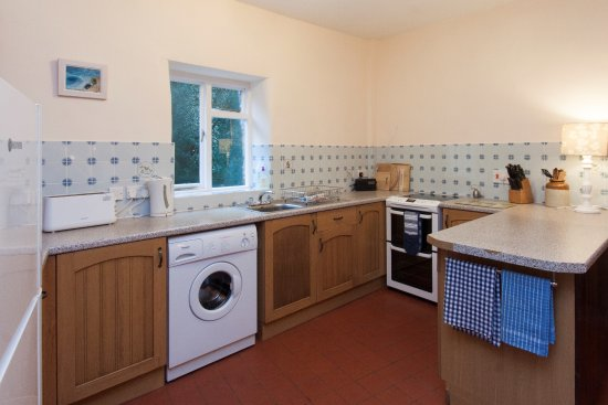 Slapton, UK: Crownwheel Cottage - Kitchen
