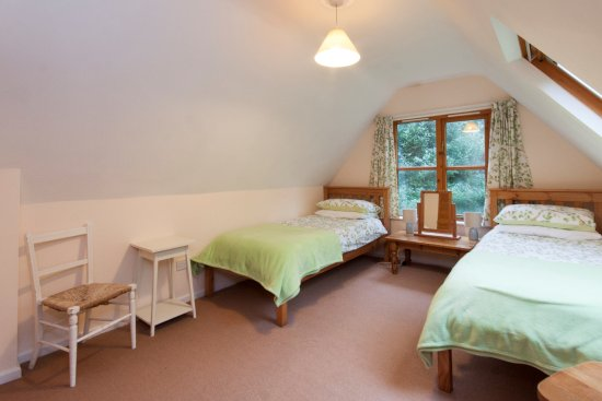 Slapton, UK: Crownwheel Cottage - upstairs twin bedroom