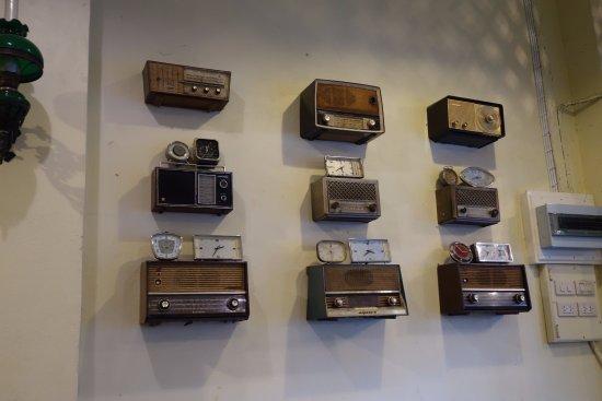 Talat Yai, Thailand: Antique radios