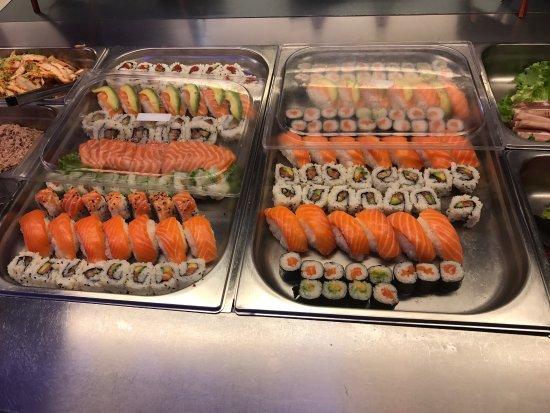Wintzenheim, Frankrijk: Excellent restaurant asiatique buffet à volonté wok sushi grill très variés. Le personnel est tr
