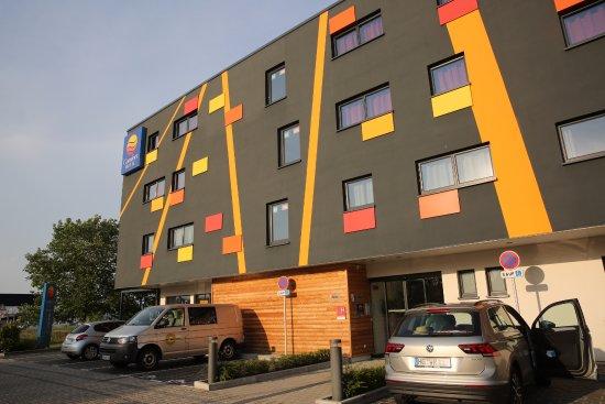 colmar comfort hotel expo terrasse de la caf t ria bild von comfort hotel expo colmar. Black Bedroom Furniture Sets. Home Design Ideas