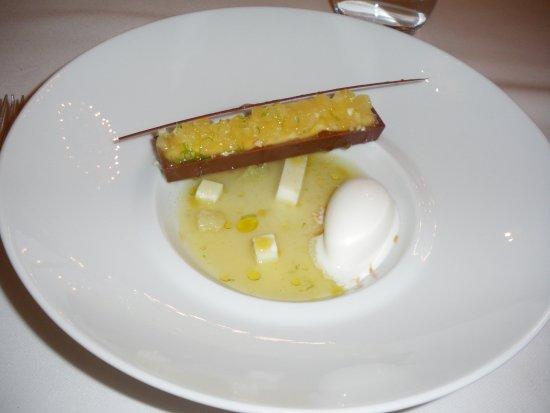 Chancelade, France: un des desserts du menu...