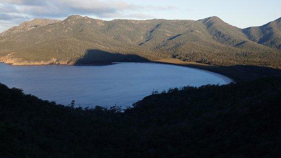 Coles Bay, Australia: ワイングラスベイ展望台からの眺め