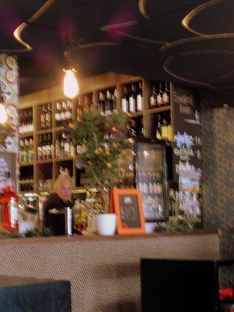 Glenelg, Australia: Counter/Bar Area