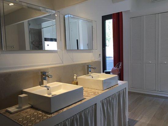 Chambre / Suite Manon: espace salle de bain avec WC séparés ...