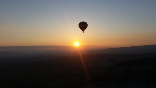 MyTrip Travel: Sunrise when we ara in the basket of the balloon. Beautiful.