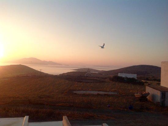 Schinoussa, Grecia: View of the sunrise from my bedoom