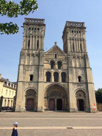 Abbaye aux Dames: The facade of the church.