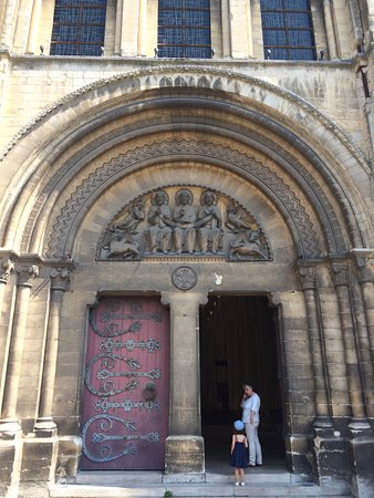 Abbaye aux Dames: Its decorated tympanum.