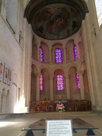 Abbaye aux Dames: The accessible tomb of Mathilda.