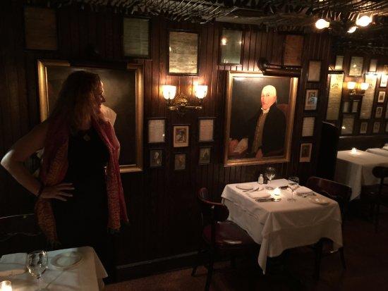Keens Steakhouse: Entry display of pipe members