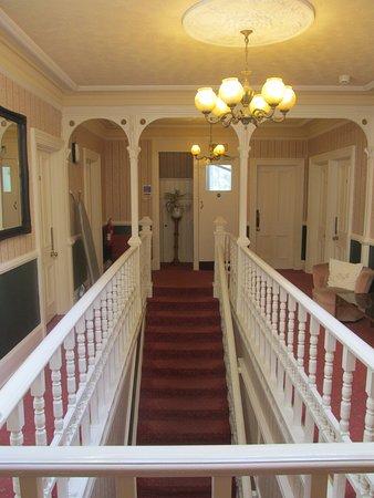 The Robin Hill Hotel : SchönesTreppenhaus