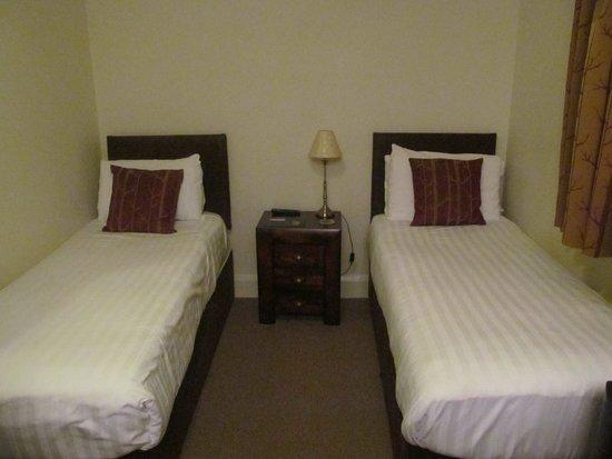 The Robin Hill Hotel : Zwei von vier Betten