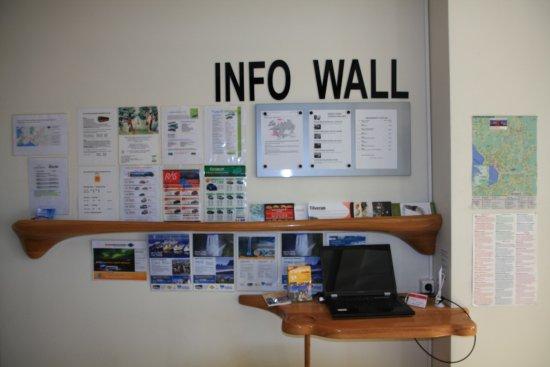 Hotel Hafnarfjordur: Infotafel Eingangshalle