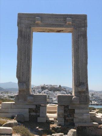 Stelida, Grecia: The door met erachter naoxos stad (chora)