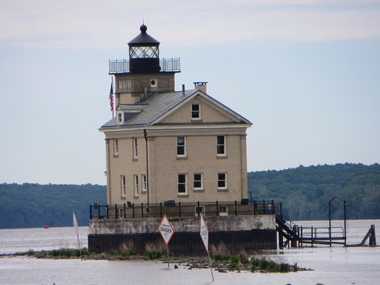 Kingston, NY: going into high tide