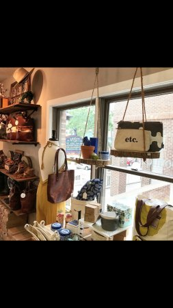 Manteo, Βόρεια Καρολίνα: Beautiful leather goods and unique gifts.  We have something for everybody!