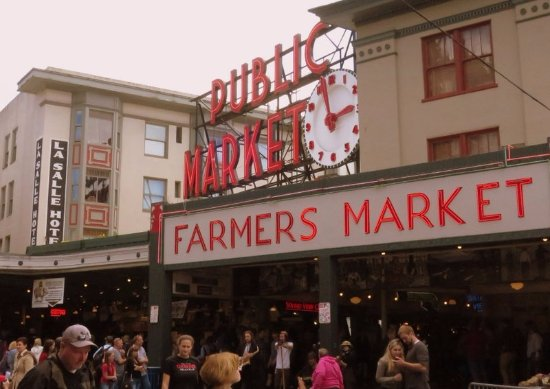 Pike Place Market: The entrance